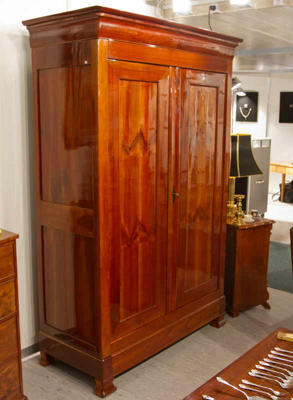 biedermeier kirschholz dielenschrank um 1840. Black Bedroom Furniture Sets. Home Design Ideas