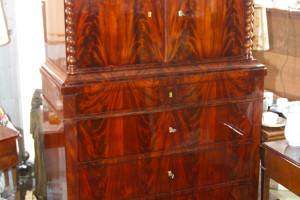 Mahagoni Biedermeier Pfeilerkommode 5 Schubfächer oben 2 Türen um 1840