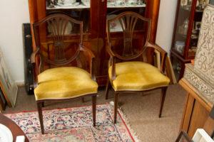 2 englische Armlehnstühle ca. 1930 €290 je Stuhl