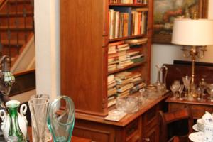 Bücherschrank oben Regale unten 2-türiger Schrankteil Gründerzeit Nussholz